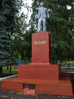 Эконом памятник Пламя Кадом Мемориальный комплекс из малинового кварцита и гранитов Курская
