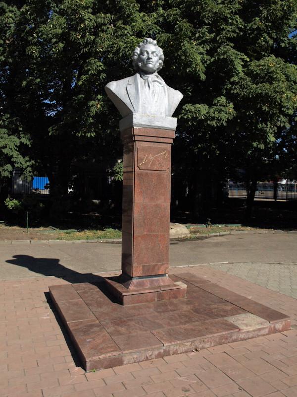 Памятники саратов цена ленинский район памятники из гранита в москве скорбящая
